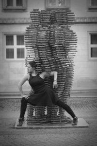 """Human being 1 - zdjęcie z cyklu """"Ożywić Golema"""", jako tancerka wystąpiła Alisa Makarenko"""